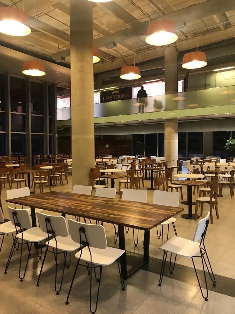 """Mobiliario, equipamiento y desarrollos especiales para el espacio gastronómico """"Tipo Siete"""" en el Centro de Convenciones de Buenos Aires."""